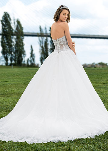 Maria-Karin-Sposa-Glamour-Barone-Rosso-Sposa