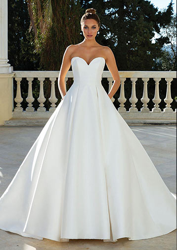 Justine-Alexander-Sposa-Glamour-Barone-Rosso-Sposa